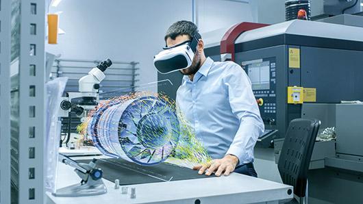 Insinööri suunnittelee VR-laseilla 3d-mallia.