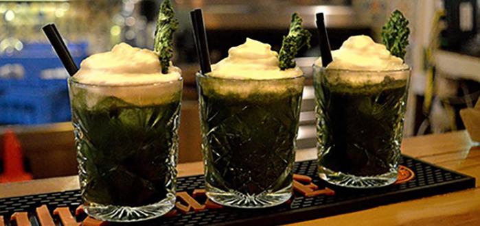 Kuvassa omalla reseptillä tehty Pisco Verde -cocktail, jossa on käytetty omatekemää vihreää mehua ja lisäksi perulaista piscoa sekä limeä.